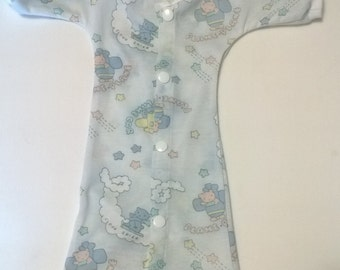 1 - 2 lbs  Micro preemie easy access / NICU gown.   Available in five different prints.