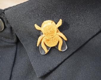 Fly pin Golden resin