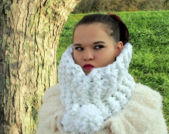 White Chunky Cowl, Super Chunky Snow White Cowl Scarf, Extra Thick, Large PomPom Scarf, Crochet Cowl, Warm, Chunky Infinity Cowl