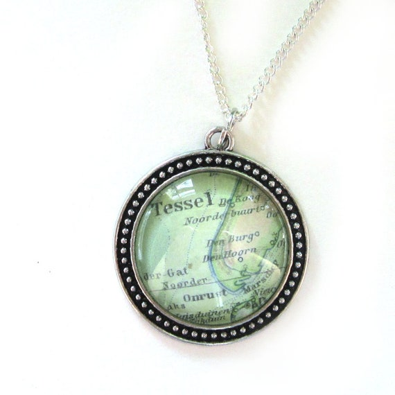 Personalized Map necklace - The Netherlands 30 mm