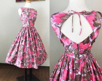 Vintage 1950s Dress / Cotton / Pink floral print / Keyhole back / 50s Dress