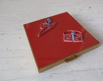 Vintage 1950s Volupte Red Enamel Hat/Purse Powder Compact