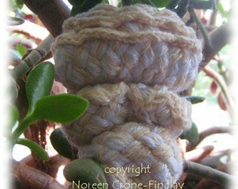 Venus of Willendorf to weave on the potholder loom & lucet pattern by Noreen Crone-Findlay (c)