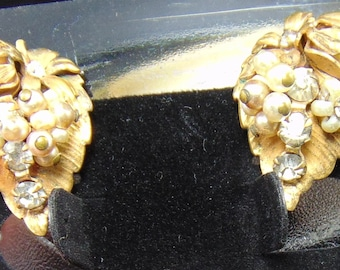 Vintage Unsigned Seed Pearl and Clear Rhinestone Haskellesque Floral Clip Earrings