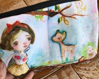 Snow white pouch