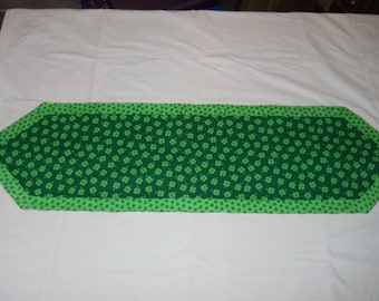 St. Patricks Day/ Valentine's Day Reversible Tablerunner