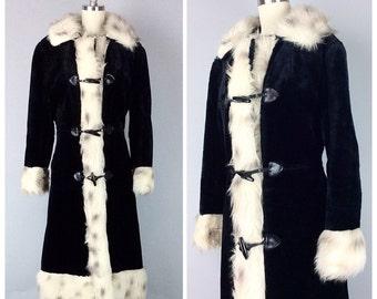 60s Black and Snow Leopard Print Faux Fur Coat - 1960s Vintage Toggle Closure Fur Winter Jacket - Medium - Size 8 / 10