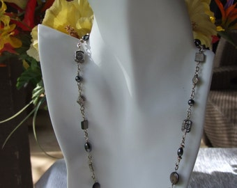 Mother of Pearl and silver necklace  0331nk