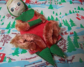 chenille pipe cleaner and felt elf ornament