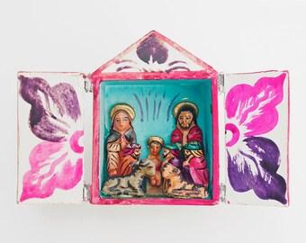 "Vintage Miniature ~ 2.75"" ~ PERUViAN WooD NATIVITY DiORAMA RETABLO Folk Art EUC"