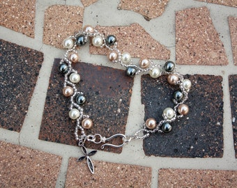 Beaded glass pearl and seed bead bracelet