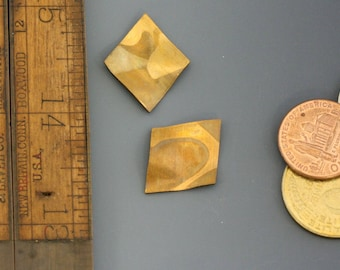 "Vintage brass. So many possibilities with this small vintage raw brass diamond shaped/parallelogram. 1"". Priced per pair. Beadwork, supply."