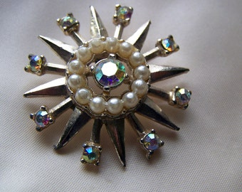 "Vintage 70's  "" AURORA  BOREALIS with Faux PEARLS""  Brooch / Pin Starburst Twinkle Design"