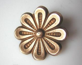 """Beautiful little antique button, flower, gilt , brass, 0.65"""""""