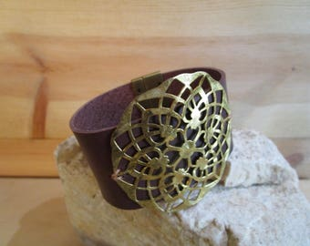 Brown leather band bracelet with brass filigree