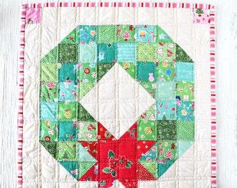PDF Pattern - Merry Wreath Mini Quilt Pattern, Christmas Mini Quilt Pattern, Holiday Wreath Quilt Sewing Pattern