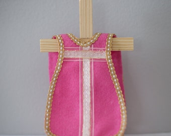 Single Rose Felt Vestment with White and Gold Ribbon