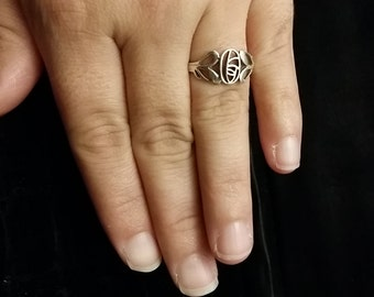 R 219 Sterling silver abstract flower ring. approx size 7 1/2