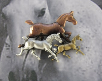 Trotting Horses Brooch- Equestrian- Horse Lovers Gift- Horse Pin- Horse Jewelry