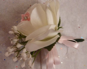 Lovely rose corsage. Wedding corsage. Easter corsage