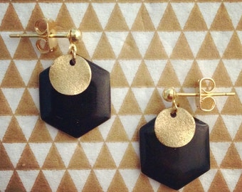 Hexagon earrings (available in black or white)