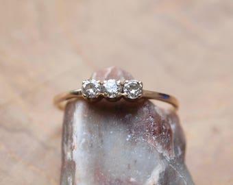 Vintage drei Stein-Gold und Diamant-ring
