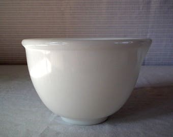 VINTAGE Glassbake made for Sunbeam - mixing bowl with spout/ Milkglass/ Mixer/ white glass