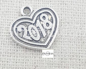 20 pcs year of 2018 heart charms -T1168