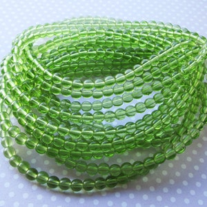 Czech Pressed Glass Round Beads, Druk, 5mm, 40 beads, Transparent Peridot