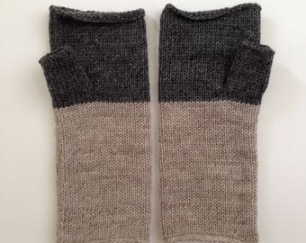 Fingerless Mittens Hand Warmers Wool Fine Gauge in Colorblock oatmeal and charcoal