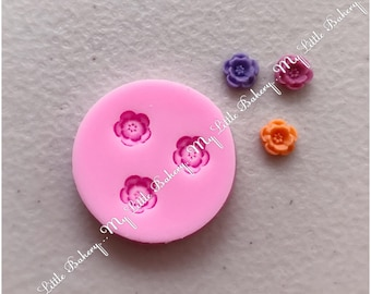 Beautiful tiny flower silicone mold for cookie decorating