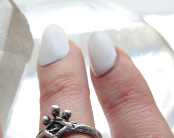 mini moon ring // 'dangle lune'