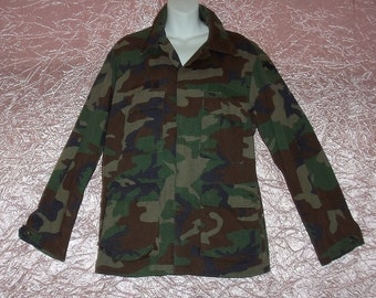 "Vintage Mens Army Jacket Camo Camouflage Shirt 1970s Military Green Brown Black Cargo Pockets SALE Motor Oil Spots Chest to 40"" Sz M/Medium"