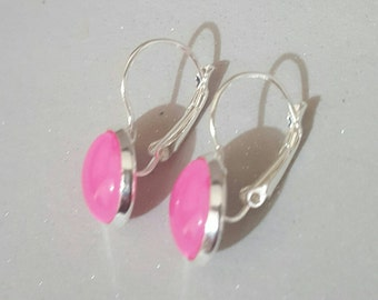 silver plated lever arch,silver  earrings,shocking pink, faux druzy, nickel free,silver dangly, sparkly glitter, faux druzy,druzy earrings,