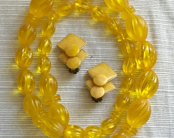 Vintage Honey-Yellow Lucite Single Strand Chunky Necklace and Early Plastic Clip On Earrings Set