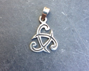 Celtic Knot Charm,  sterling silver, 1 pendant, 14mm