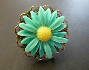 Sea green ring teal green ring Vintage flower ring estate style bronze brass adjustable with mint sea green and yellow daisy flower