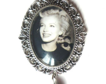 Marilyn's Smile Necklace - Rockabilly Pin Up Retro