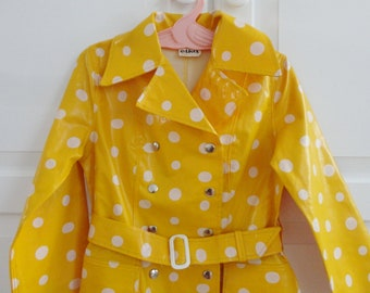 Cute Yellow 70s Vintage Children Rain Coat With White Dots // Elka Kvalitet // Belted // Made In Denmark
