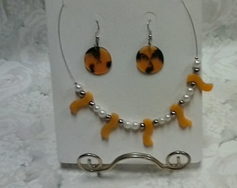Vintage Necklace set great for retro weddings, birthday gifts and stocking stuffers.