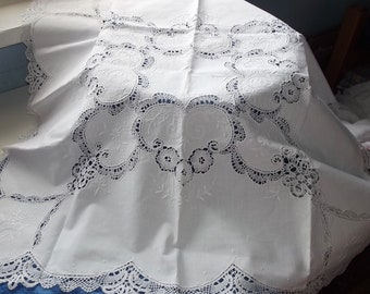 Linen tablecloth. Embroidered.Handmade tablecloth. Bobbin work. White tablecloth. White tablecloth. European handmade. Vintage 1970'.