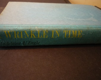 A Wrinkle in Time Madeleine L'Engle 1966 edition - illustrated - Farrer Straus Giroux Time Travel Tesseract Newbery Award 1963
