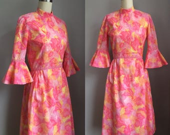Vintage 1960s Pink Flutter Sleeve Dress Size Small