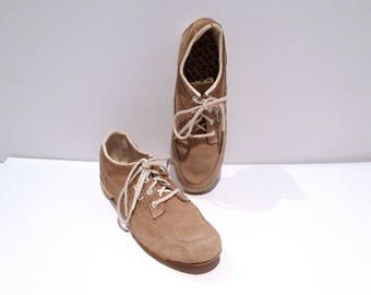 Hyde Suede Bowling Shoes Vintage Tan / Khaki Bowling Shoes Perforated Panel Womens Size 9 1970s Rockabilly Hipster Plattermatter