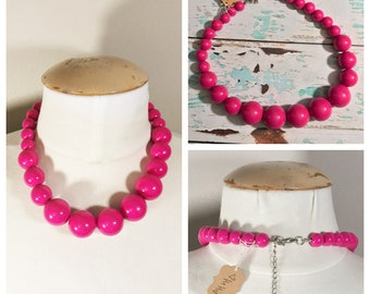 Pink Beaded Necklace // Bubblegum pink, hot pink, 80s