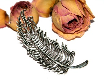 Great connector - Feather or leaf - silver Metal!
