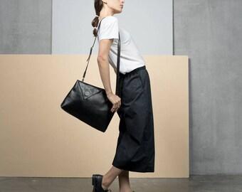 Messenger Bag, black Bag, Cross body leather bag, Fold Over bag, Black Leather Messenger Bag, Cross Body Tote,  Crossbody Purse, handmade