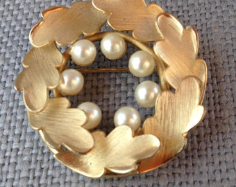 Richelieu goldtone faux pearl leaves wreath brooch pin. circa 1960's.