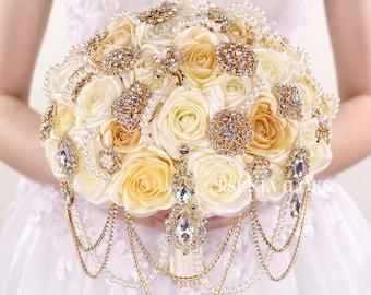 Gold brooch bouquet Cascading bouquet Gold wedding bouquet Bridal bouquet Broach bouquet Ivory gold Bouquet Roses bouquet Jewelry bouquet