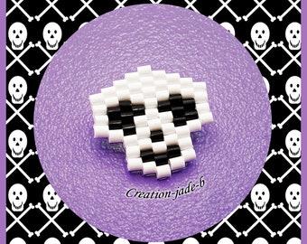 Skull in Brick Stitch - Mini Hama beads brooch